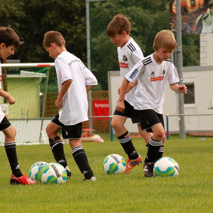 gerasoccertalents_fussballcamp_dribbeln